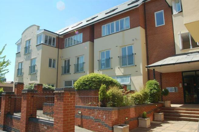 2 Bedrooms Apartment Flat for sale in Church Street, Walton-On-Thames